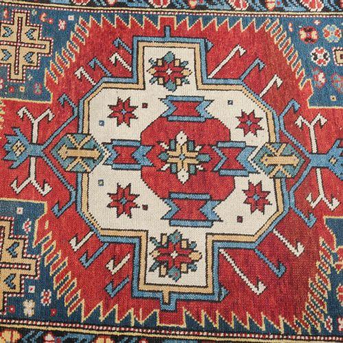 Zeijwa Zeijwa  Z高加索,约1910年。5个颜色交替的Zeijwa徽章安放在午夜的蓝色场地上,周围有装饰性的多边形作为辅助徽章。2个康乃馨的次要边…