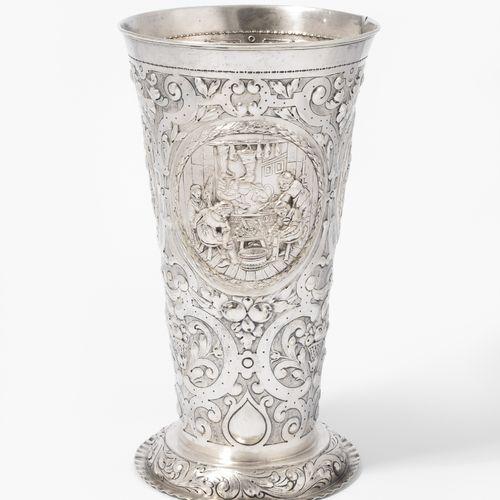 Grosse Ziervase Grand vase ornemental  Hanau, fin du XIXe siècle. Argent. Marque…