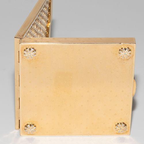 Puderdose Caja de polvo  Francia, siglo XX. Oro de 18 quilates. Marca del maestr…