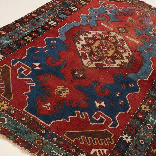 """KAZAK Kazak  S Caucase, daté """"1342"""" = 1924. Le champ central rouge brique présen…"""