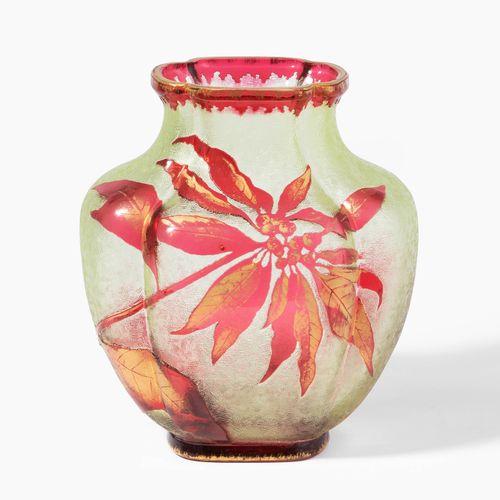 Baccarat, Vase Baccarat, vaso  Francia, 1900 circa, vetro colorato verde sovrapp…