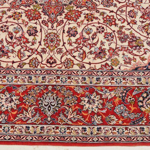 Isfahan Isfahan  Z Persia, c. 1980, firmado en la parte inferior central. Materi…