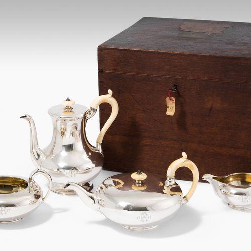 Kaffee /Teeservice Kaffee /Teeservice  London, 1845–47. Silber, 4 teilig. Meiste…