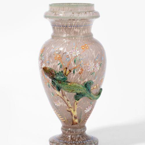 Wohl Harrach'sche Glashütte, Fussvase 可能是Harrach's Glashütte,脚踏花瓶。  无色玻璃,有浑浊的沙色粉…