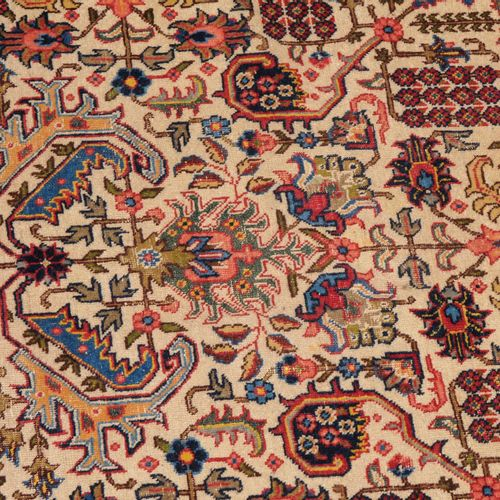 TÄBRIS Tabriz  Perse du Nord Ouest, vers 1910. Le champ beige est entièrement dé…