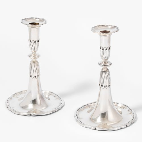 1 Paar Trompetenleuchter 1 paire de chandeliers à trompette  Allemagne ou Suisse…