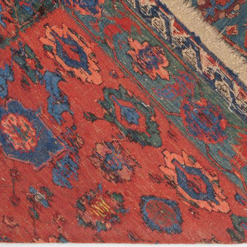 Kuba Sumach 古巴苏木  O高加索,约1900年。 平织品上的精美针法。赤土色的场地上到处都是装饰性的花纹图案、藤蔓和树枝。绿松石的主边框,装饰着大的…