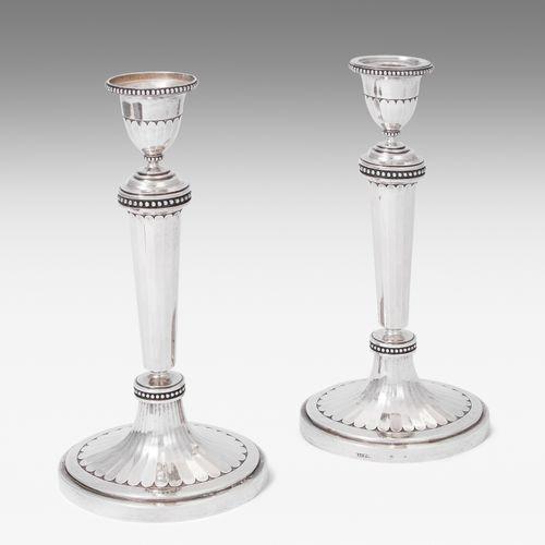 1 Paar Kerzenstöcke, Zürich 1 paire de chandeliers, Zurich  Vers 1800, l'argent.…