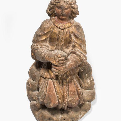 Leuchterengel Applike 天使般的烛台  意大利,17世纪。 木雕和多色漆,残留的镀金层。云朵形状的墙面盾牌。天使形象,长袍在膝盖以上开衩。他…