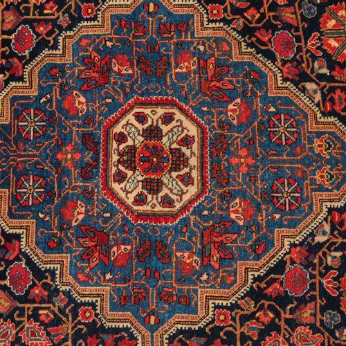 JOZAN Jozan  Z Perse, vers 1910. Le champ bleu nuit contient un magnifique médai…