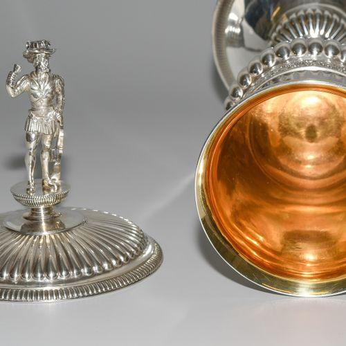 Deckelpokal, Bern Gobelet à couvercle, Berne  Vers 1820, argent, intérieur doré.…