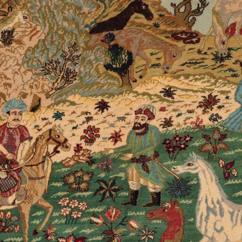 """Täbris Figural 大不里士图画  波斯西北部,约1960年。 底部有签名 """"Täbriz Fadaie""""。精心牵引的野马在小溪边的绿花草地上吃草,并…"""