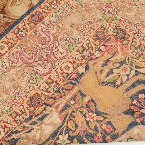 Kirman Figural 科尔曼小雕像  波斯东南部,约1900年。 密密麻麻的天堂花园,有树木、花卉图案、卷须带、动物和鸟。波斯帝国的标志(太阳和狮子)在…