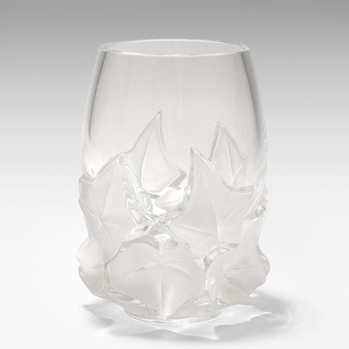 """Lalique, Vase Lalique, vaso  Modello """"Hedera"""", dopo il 1945. Vetro incolore, par…"""