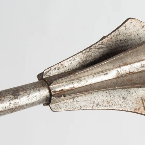 Streitkolben Mace  Allemagne, 1ère moitié du XVIe siècle. Tête de crosse en fer …