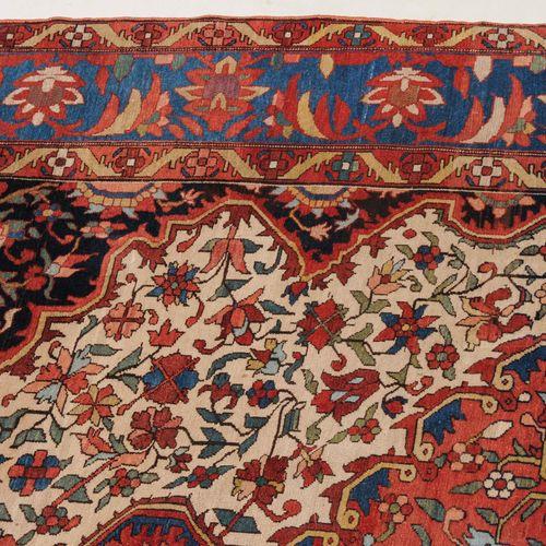 BAKHTIAR Bakhtiar  Z Persia, c. 1900. Denso trabajo floral. El campo de color be…