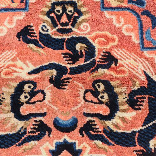 2 Ning Hsia 2 Ning Hsia  Z Mongolia, c. 1880. Alfombras de asiento. 1ª alfombra:…