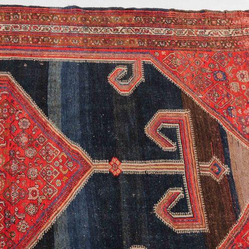 MALAYER Malayer  Z Perse, vers 1910. Un hexagone rouge décoré de motifs épars He…