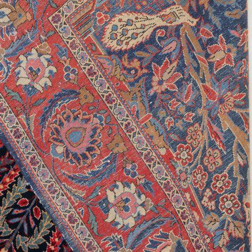 KASHAN Kashan  Z Persia, 1920 circa. Denso lavoro floreale. Il campo principale …