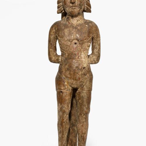 Hl. Sebastian 圣塞巴斯蒂安  法国/西班牙,16/17世纪。 木雕,多色设置的最小遗迹。在一个地形基座上(部分完成),一个穿着腰带的圣徒被绑在树干…