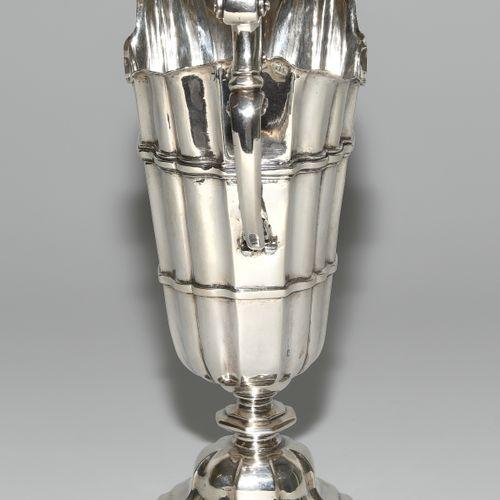 Helmkanne, Augsburg Jarra de casco, Augsburgo  Alrededor de 1725 30, plata. Marc…
