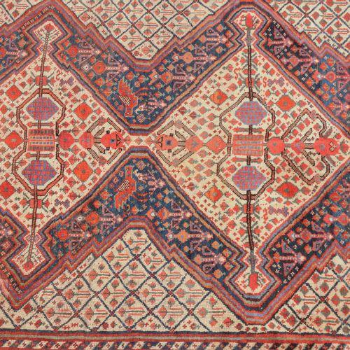 Ghashghai Ghashghai  Perse du Sud, vers 1910. Le champ central bleu nuit présent…