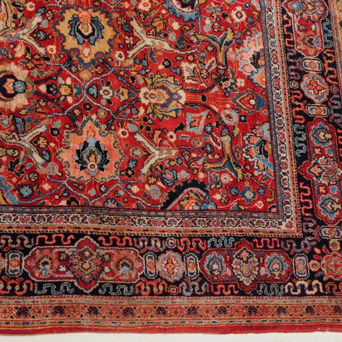 SARUK Saruk  Persia nord occidentale, 1920 circa. Un medaglione circolare bianco…