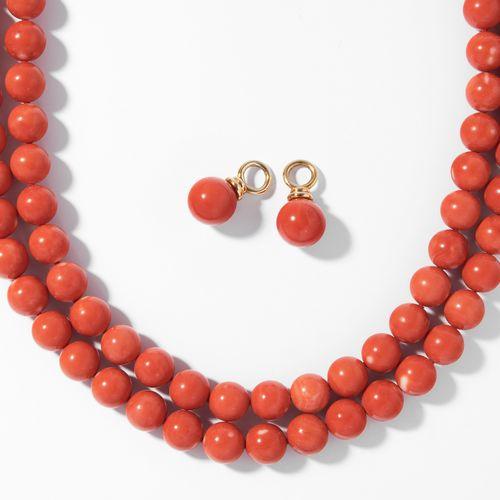 Lot: Korallenkette mit An /Einhägern Lot : Collier de corail avec pendentifs.  O…