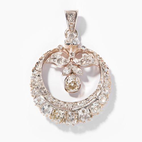 DIAMANT ANHÄNGER Pendentif en diamant  Fin du 19ème siècle. Argent/or rouge. Ser…