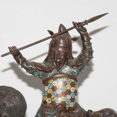 Grosses Räuchergefäss Grand brûleur d'encens  Japon, période Meiji. Bronze décor…