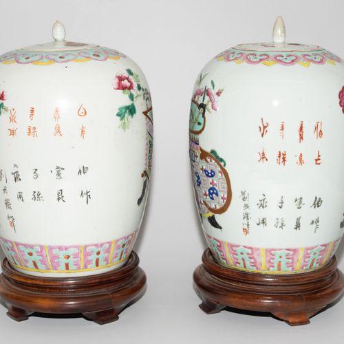 Lot: 2 Deckeltöpfe Lot : 2 pots à couvercle  Chine, 20ème siècle Porcelaine. For…