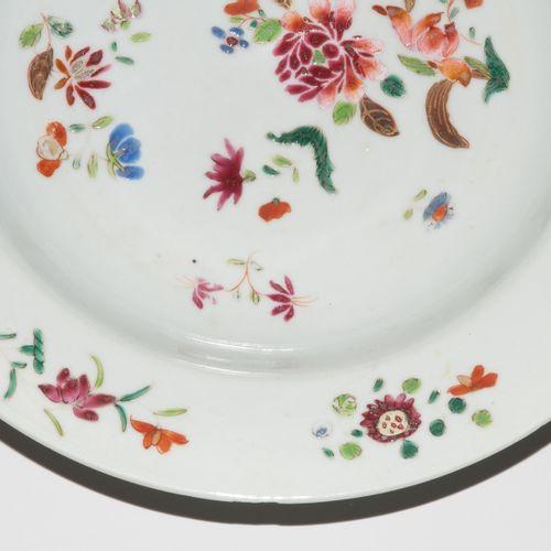 Lot: 2 Teller Lot : 2 assiettes  Chine, 18ème siècle. Compagnie des Indes. Porce…