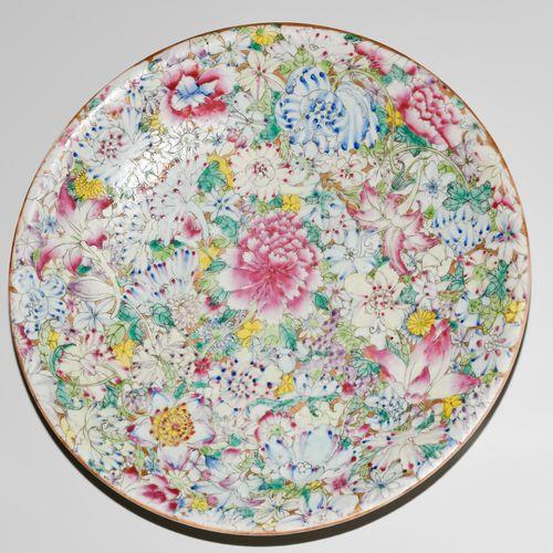 Platte Plaque  Chine, 20e s. Porcelaine. Décor Millefiori en Famille rose. Avec …