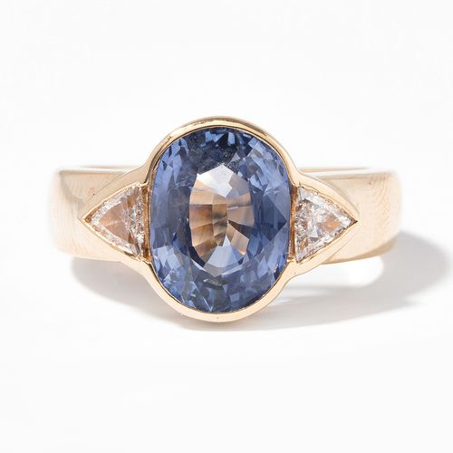 SAPHIR DIAMANT RING Bague en saphir et diamant  Or jaune 750. Façade ovale. Saph…