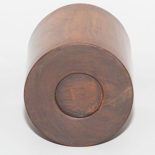 Pinselständer 电刷架  中国。黄花梨。圆筒状。高14,3,深12厘米。 损坏的地方。