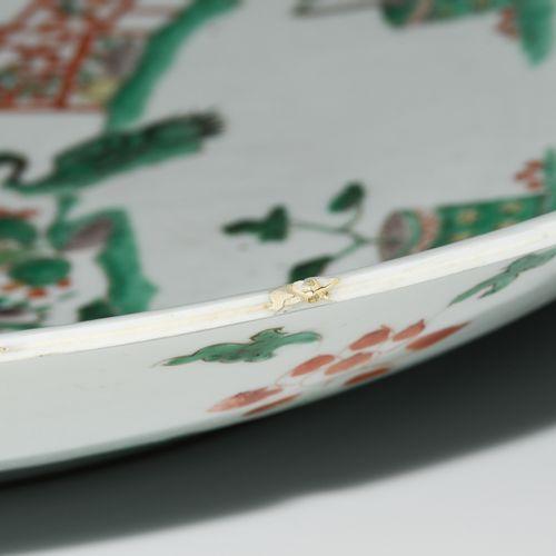 Platte Plaque  Chine, dynastie Qing. Porcelaine. Marque de feuille en bleu sous …
