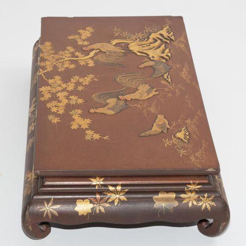 Kourodai (Ständer) Kourodai (stand)  Japon, vers 1900. Laque avec makie d'or. Re…