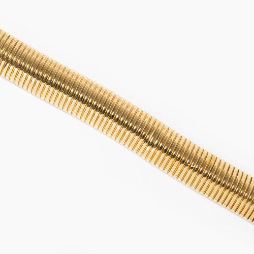 Bracelet 手链  意大利。750黄金。斑点,有凹痕。长19厘米,宽1.5厘米,重46.6克。