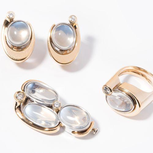 Mondstein Brillant Set 月光石钻石套装  1970s.耳夹、胸针和戒指。750黄金/白金。精致的椭圆月光石凸圆形,每个约12x8/13x7…