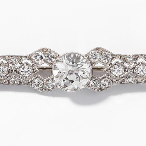 DIAMANT BROSCHE Broche en diamant  Art déco. Platine/or blanc. Broche en forme d…