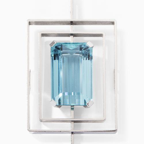 Aquamarin Anhänger 海蓝宝石吊坠  1970s.750白金。步进式切割海蓝宝石约23克拉,6x3.4毫米,31.6克。