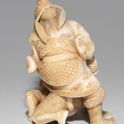 Kleine Okimono Petit Okimono  Japon, vers 1900, ivoire. Avec Kaô comme signature…