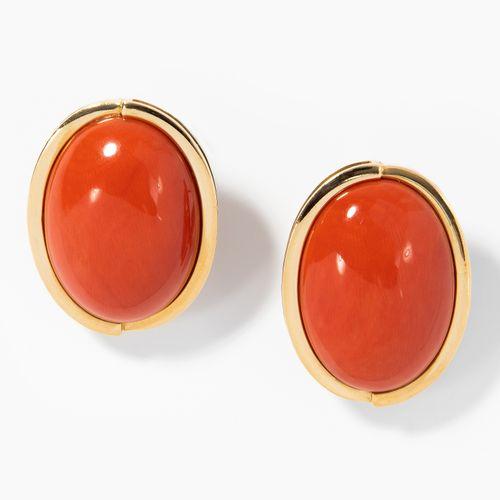Korallen Ohrclips 珊瑚耳夹  意大利。750黄金。红色椭圆珊瑚凸面体,每个25x18毫米。24 g.