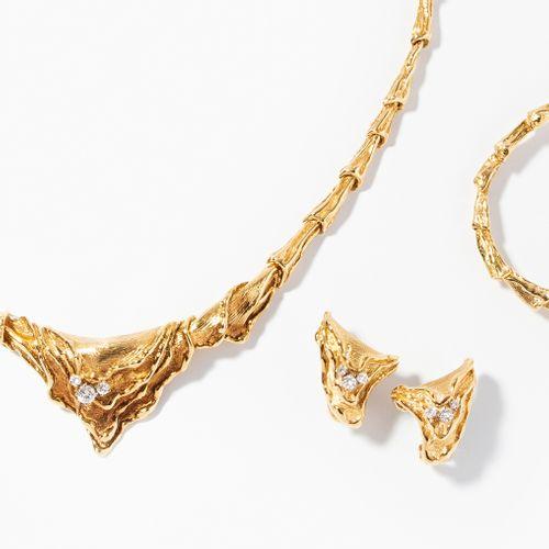 Gilbert Albert Brillant Set 吉尔伯特 阿尔伯特辉煌的套装  750黄金。项链、手镯和耳夹。镶有约1克拉的钻石。长约39/15.5厘米…