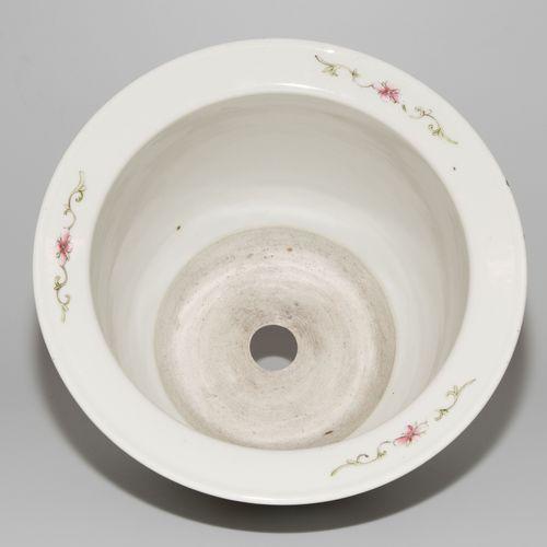 Cachepot Cachepot  Chine, dynastie Qing. Porcelaine. Forme ventrue avec un large…