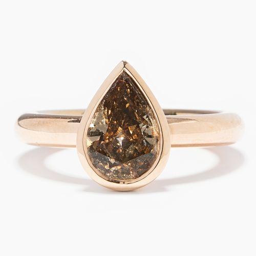 DIAMANT RING Bague en diamant  Or rose 750. Goutte de diamant de couleur naturel…