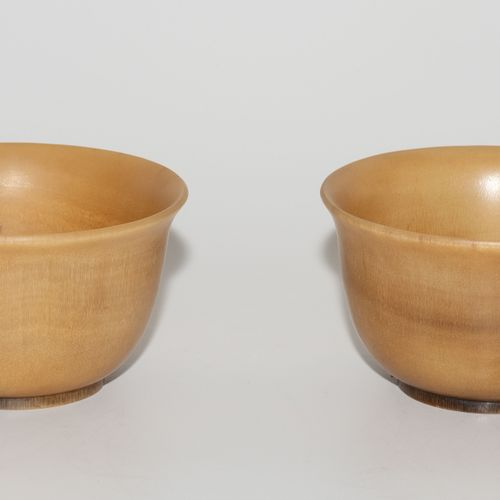 1 Paar Bols 1 paire de bols  Chine, dynastie Qing. Corne de rhinocéros. Avec la …