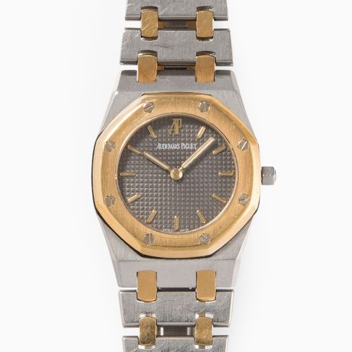 "AUDEMARS PIGUET 爱彼 ""皇家橡树"",1990年代  黄金/不锈钢表壳,编号2567,尺寸26毫米。石英机芯。双色手镯,带折叠扣,内周长约16厘米…"