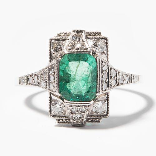 SMARAGD DIAMANT RING Bague en diamant émeraude  Art déco. Or blanc. Finement per…