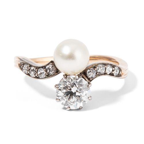 PERLEN DIAMANT RING 珍珠钻石戒指  19世纪末,银/黄金。Croisé型号,有1颗约0.90克拉的H si老式切割钻石,1颗约6.5毫米的可…